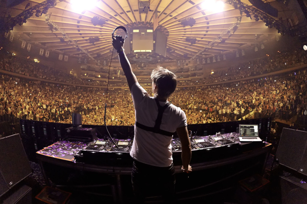 Armin van Buuren preforms at Madiosn Square Garden on March 30, 2013